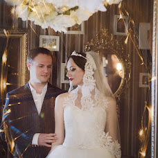 Wedding photographer Elena Naydenova (nanolena). Photo of 18.12.2014