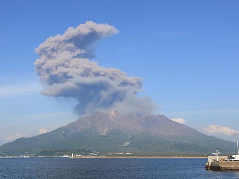 鹿児島本港からの桜島全景