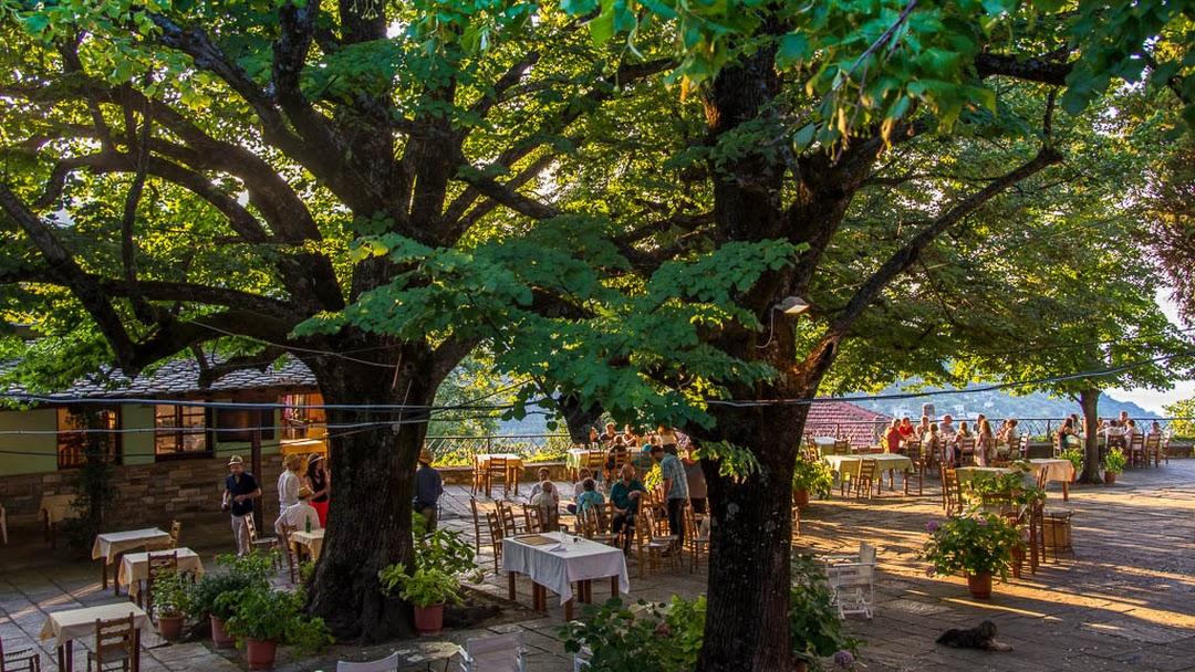 Η Πλατεία - Εστιατόριο - καφέ στην πλατεία στο Μούρεσι Πηλίου