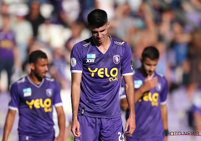 🎥 Je staat met tien en dan doet Thibault De Smet dit... Beerschot-verdediger pakt tweede dom rood van het seizoen