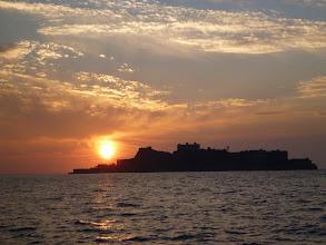 Photo: 軍艦島に日が沈む。