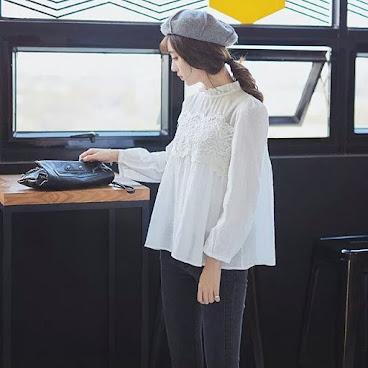 B180 Lace 拼純棉娃娃款上衣
