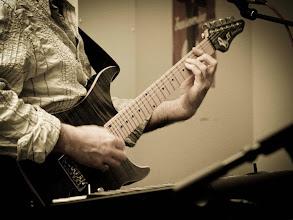 Photo: Laurent à la guitare