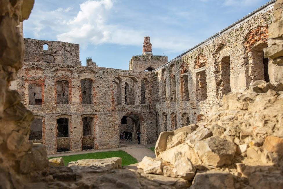 Zamek Krzyżtopór, Ujazd