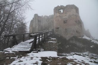 Photo: Zasnežený vstupný most do hradu. Trošku strašidelná hmlová atmosféra