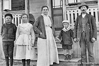 Photo: Familjen Johansson, Kullen 1918. fr v Ragnar, Ruth, Hulda, Holger och Axel Johansson
