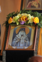 """Photo: Ранна литургия в параклиса, посветен на свт. Серафим Софийски в южната галерия на катедралния храм """"Успение Богородично"""" в София."""