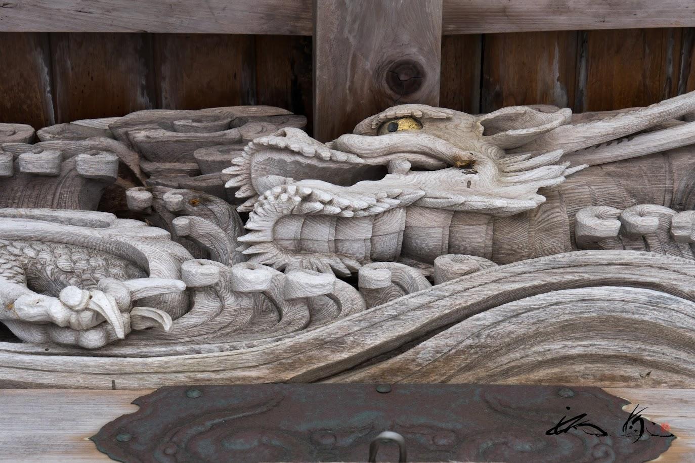 見事な龍の宮彫り