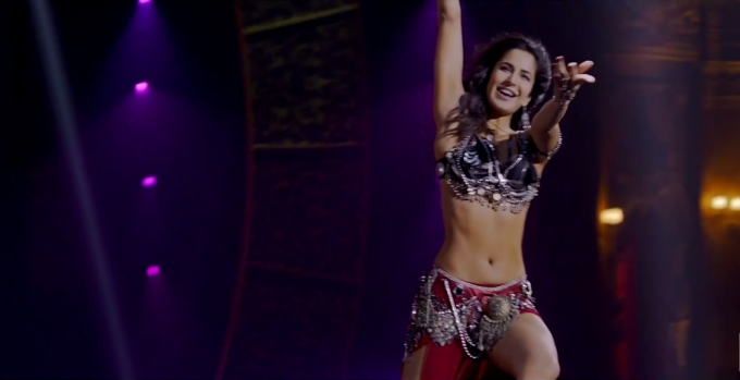 Katrina Kaif navel in dhoom 3