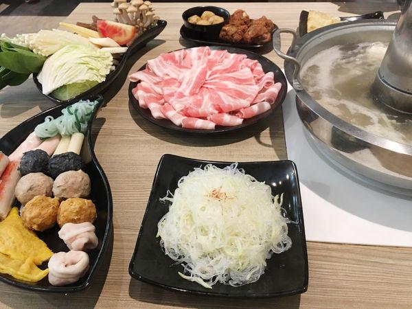 酸菜白肉鍋平價吃到飽選擇多樣化-連進酸菜白肉鍋(內湖分店)
