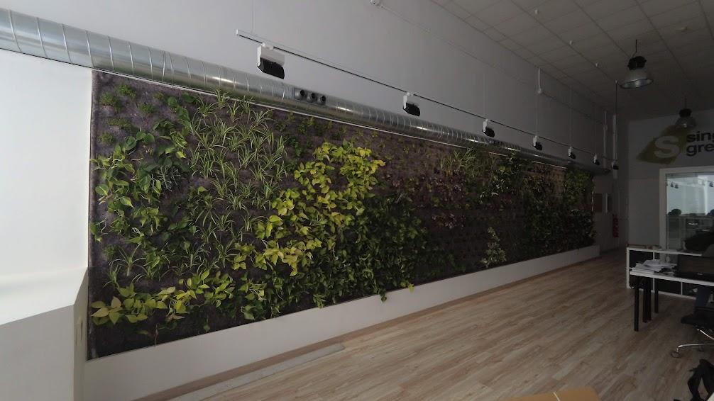 Plantación del jardín vertical del aire acondicionado