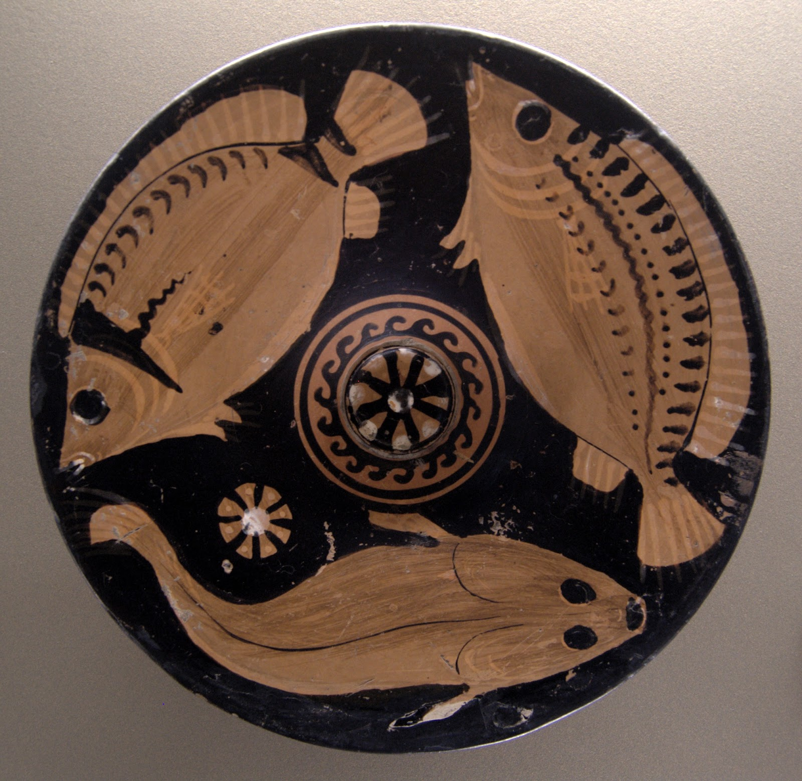 Fish_plate_Louvre_K588.jpg
