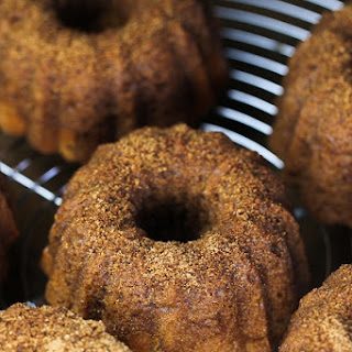 Mini Cinnamon Sugar Cream Cheese Bundt Cakes (Giveaway!)