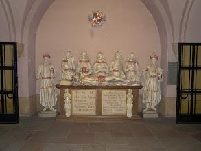 Photo: 1. den - Na druhý pokus jsme pronikli do krypty k hrobce Jana Lucemburského (Cathédrale Notre-Dame - Luxembourg)