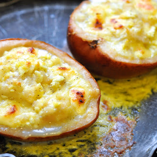 """Guests at the door"" or Roasted Pears with Cheese"