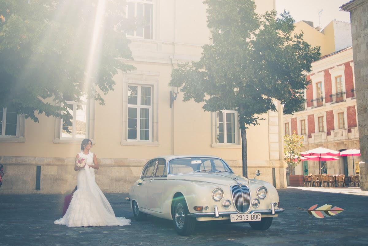 Boda íntima en Palencia, con Raúl y Lola un Jaguar y un mercedes clásico