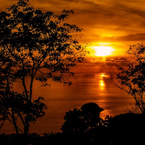 Thai Sunset by Zandro Rimando - Landscapes Sunsets & Sunrises ( t3i, phuket, 600d )