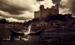 vrouw als faun in bootje voor een kasteel