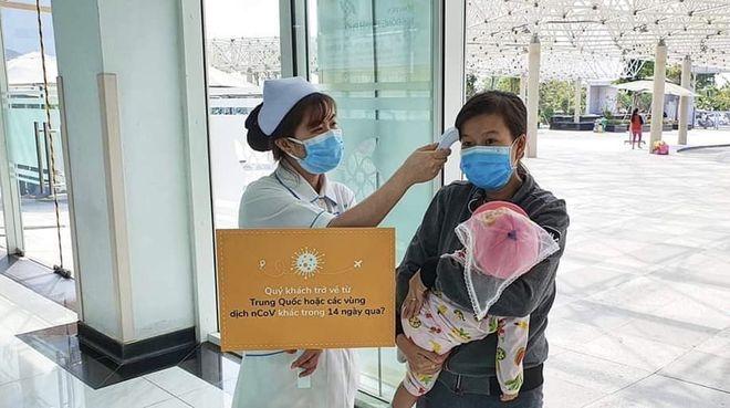 Trẻ đi chích ngừa tại Bệnh viện Nhi đồng Thành phố /// Ảnh: Phương Vũ
