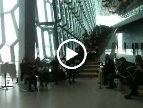 Video: Myndskeið - LHÍ flytur In C (skotið á iPhone 3GS)