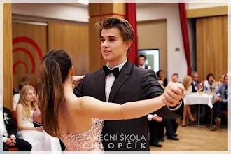 Photo: Šluskolona - Katka a Marek z 2. A vyhráli soutěž o královnu a krále valčíku (Dům kultury Akord v Ostravě-Zábřehu, středa 19. listopad 2014).