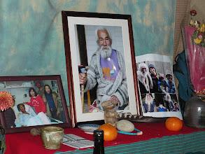 Photo: 左は大築準さん、右はナナオの子供や孫の写真も