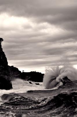 Il mare che travolte e costruisce forme di mtan73