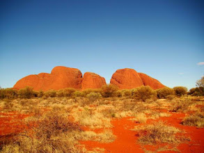Photo: Kata Tjuta ou les monts Olgas dans le parc du Red Centre de l'Australie
