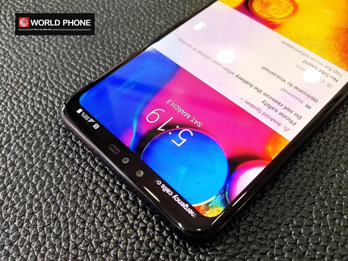 LG V40 ThinQ sở hữu màn hình tràn viền (fullvision) với màu sắc khá là tươi, thiên về màu lạnh