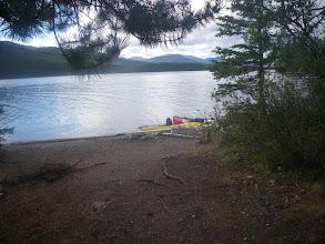 Photo: eines der Camps am Quiet Lake mit Feuerstelle und ebenem plattgetretenem Boden