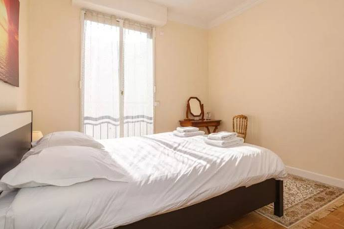 King sized bedroom at Rue de Monceau Serviced Apartment, Champs Elysees