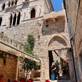 【世界の絶景】クロアチア・フヴァル島の絶景スポット「フヴァル城塞」とは?