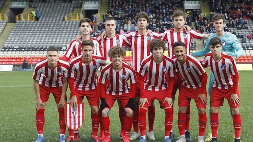 El once del Atlético con el portero Saldaña.