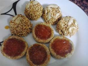 Photo: Esto es lo que he llevado a casa de mis padres y ha gustado mucho. Galletas coco frutti y galletas girlache de quinoa. María Manresa
