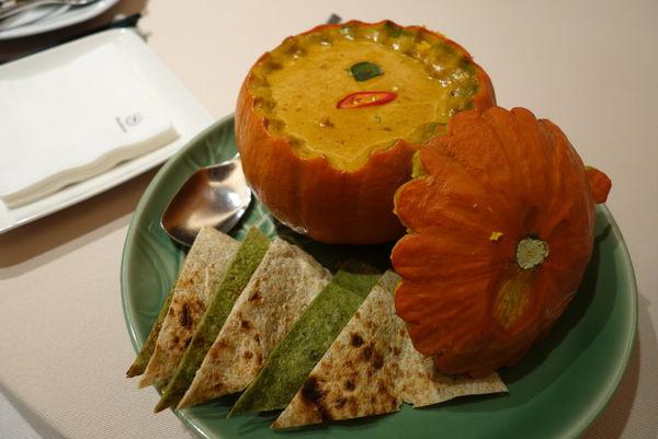 喜來登大飯店 SUKHOTHAI 泰式料理.比書還厚的月亮蝦餅泰正點 - 捷運善導寺站