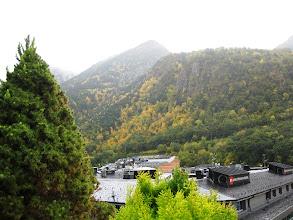 Photo: Ajoittain oli onneksi kirkasta ja näimme upeat vuoret kaupungin joka puolella