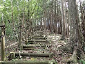 山頂への長い階段