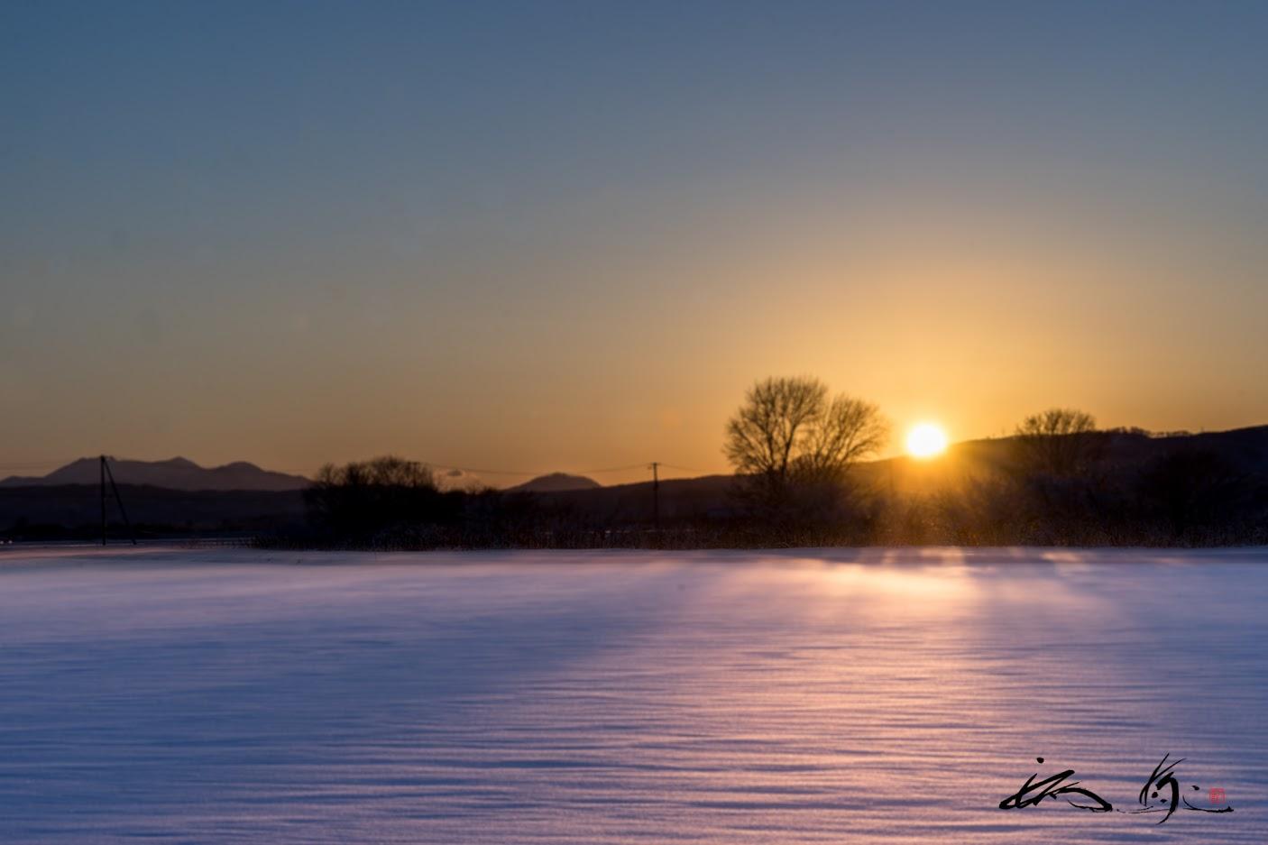 夕陽に染まる雪野原