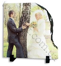 Photo: Весільне фото на камені з нерівним краєм