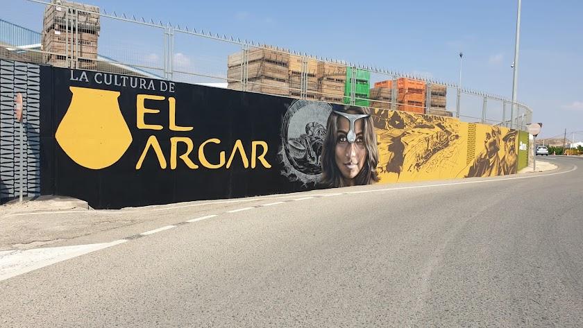 El mural, obra del artista Daniel Fernández \'Moxaico\'.