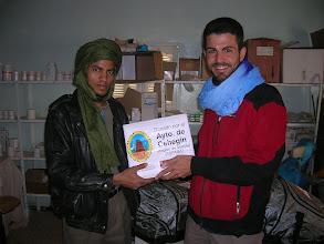 Photo: Feb08: Donando medicamentos al hospital del campo de refugiados saharauis, cerca de Tindouf, Argelia. Foto>