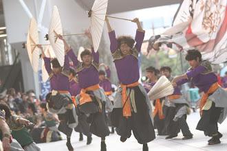 Photo: 2013年に行われた「第13回 浜松 がんこ祭」の写真です。がんこ祭は楽器の街浜松ならではの全国でも唯一「楽器を持って踊ること」のルールの元に、全国から約4500人の参加者と観客10万人が集まる毎年三月に行われるお祭りです。 ■ソラモ会場  「浜松 がんこ祭 公式ホームページ」 http://www.ganko-matsuri.com/  2014年は3月15日(土)16日(日)と二日間開催されます。100を越えるチームが優勝を目指し、元気溢れる踊りを披露し、16日の浜松中心街において表彰される最優秀チームの栄誉を目指して競い合います。  ※photo 「zeki」 http://zeki72.exblog.jp/  direct 「株式会社マツヤマデザイン」http://www.md-f.jp/