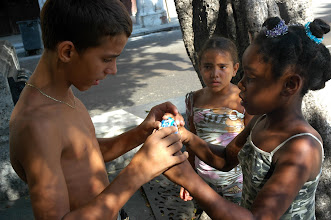 Photo: cuban kids learn to take pictures. Tracey Eaton photo