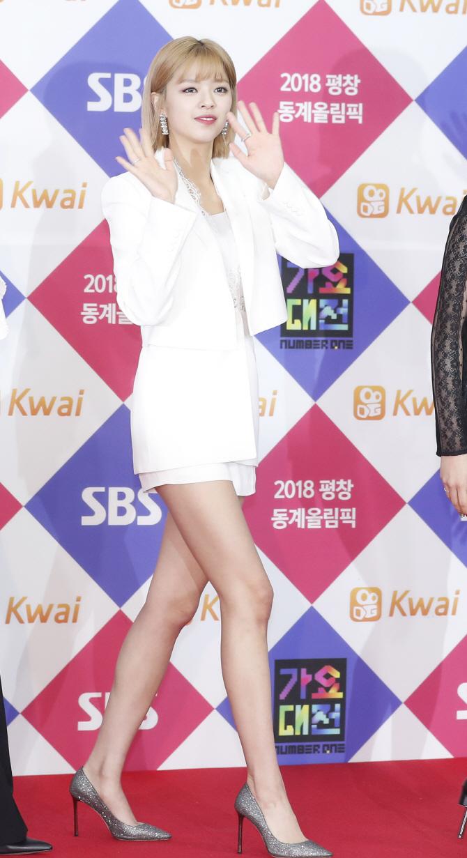 jeongyeon suit 63