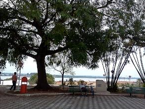 Photo: セントロにて。川を眺める広場。