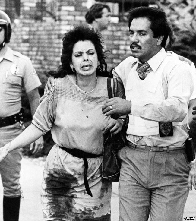 """18 июля 1984 года в популярную закусочную """"Макдональдс"""" в городке Сан-Исидро ворвался человек с полуавтоматической винтовкой в одной руке и пистолетом в другой, и открыл огонь по посетителям. В тот день погиб 21 человек, 16 ранено. Нападавший – безработный 41-летний Джеймс Оливер Хаберти. По сообщениям в СМИ он употреблял ЛСД, а по воскресеньям посещал церковь"""