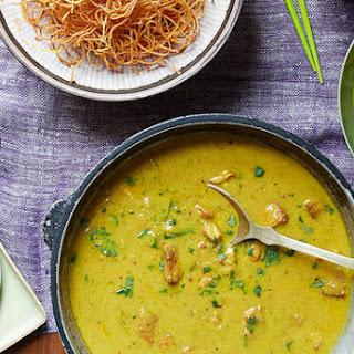 Kaukswe (Burmese Curry Noodles).