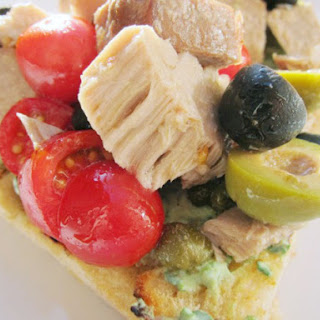 Niçoise Toasts with Fresh Tuna and Tomatoes