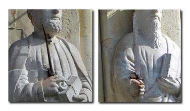 Photo: La chiave e la spada sono state aggiunte in epoca posteriore, per giustificare l'identificazione delle due statue in San Pietro e San Paolo