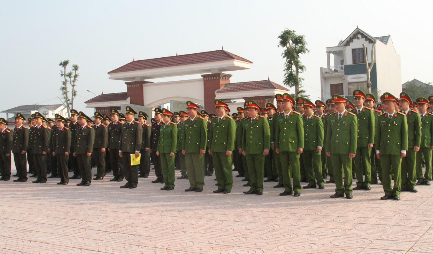 Các đơn vị trong Công an Nghệ An ra quân hưởng ứng Tết trồng cây.